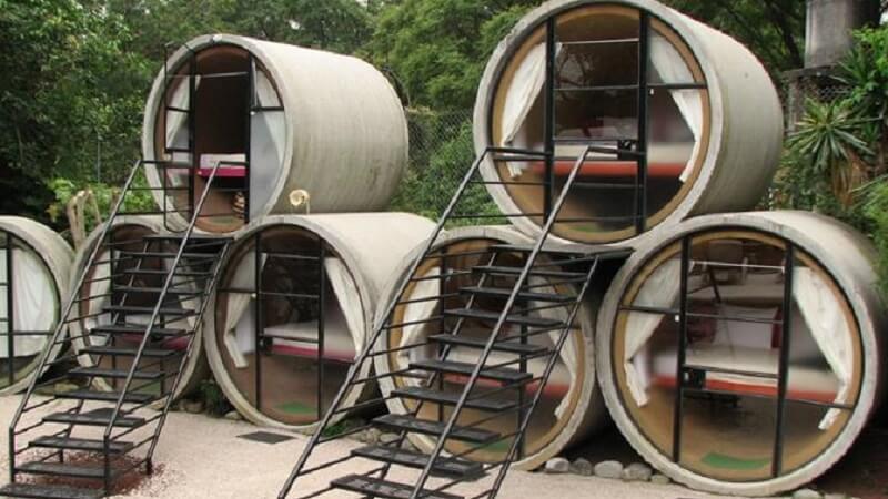 Создаем уют из пластиковых труб Несколько оригинальных способов использования строительных отходов.